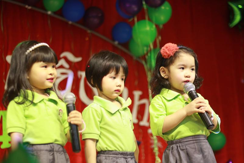 Tiết lộ 8 cách hay dạy trẻ không còn nhút nhát khi giao tiếp