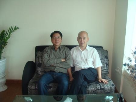 GS-TS Trần Văn Hiển và ông Nguyễn Bá Hùng (chủ tịch HDQT HV IQ)