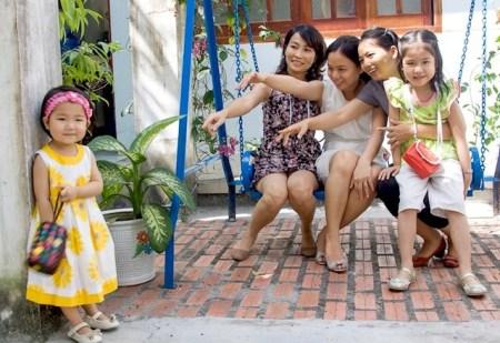 Thay vì được tôn trọng như một thành viên trong gia đình, trẻ em Việt luôn bị người lớn đem ra làm đối tượng trêu đùa, chọc ghẹo. (hình minh họa)